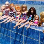Mermaid Dollz Maker Awesome Pool Elsa and Anna toddlers Barbie Boat Ride Floaties Swim